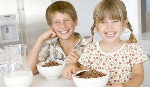 nino-comiendo-cereal